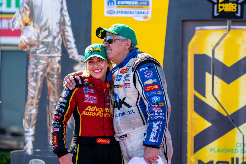 Brittany Force & John Force became the first father – daughter combo to qualify #1 in TF and FC at the same race.